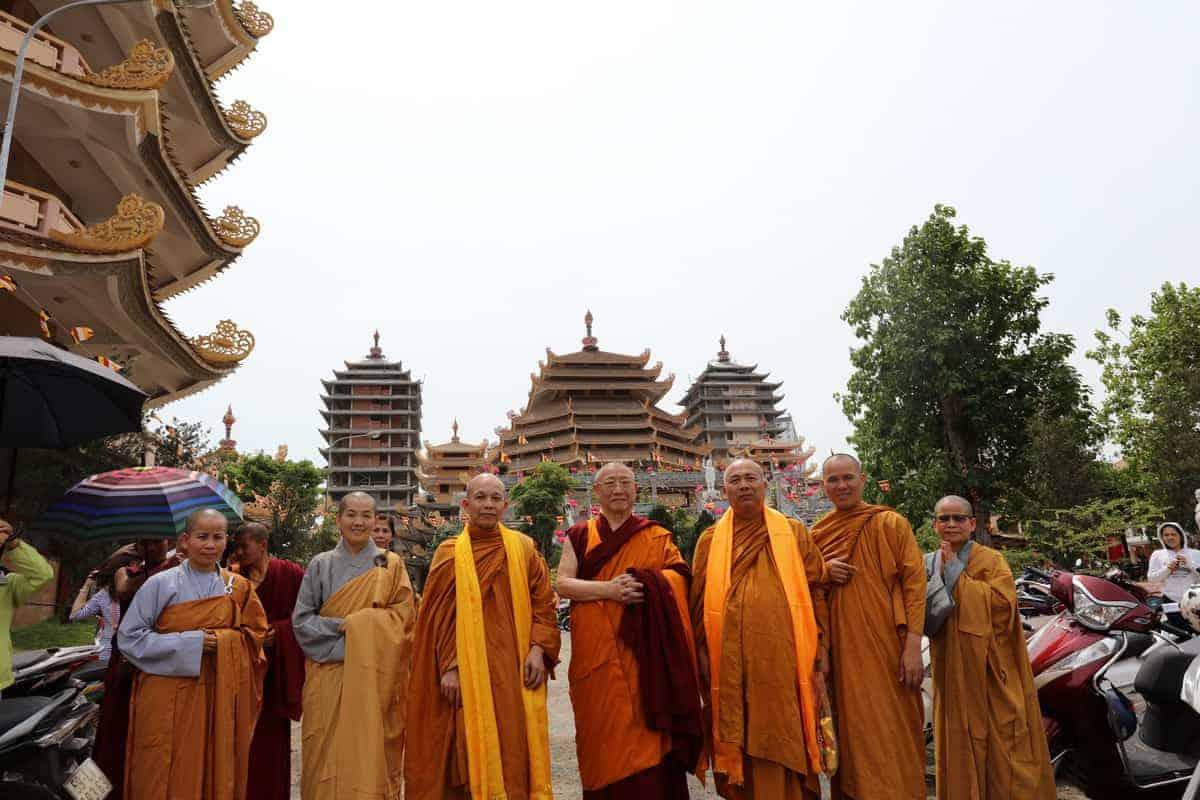 gosok-rinpoche-vietnam-2016-075a0190_resize