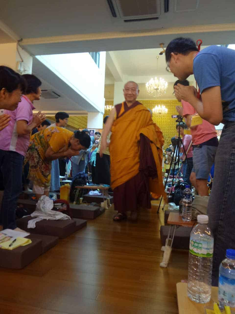 gosok-rinpoche-2016-10-a61850112abad8b1afda5fc5ec158f4b_
