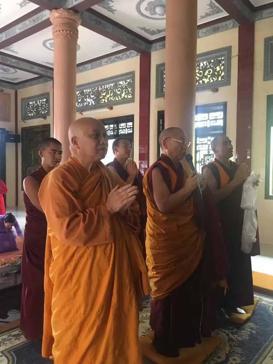 Gosok Rinpoche Vietnam 2017-03-06 42ed90559f8a43af7fb0e522d610085