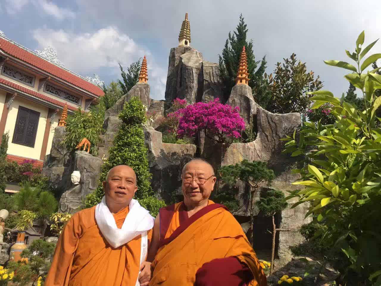 Gosok Rinpoche Vietnam 2017-03-06 e128a74535df9267eba8e6abc9532aa