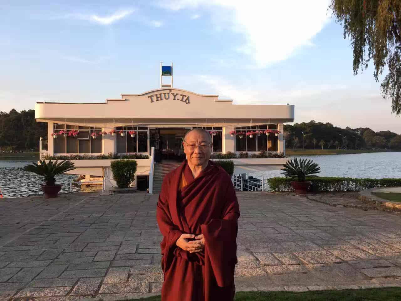 Gosok Rinpoche Vietnam 2017-03-07 6ef59fb4e4590a404ad551bfe753ad9