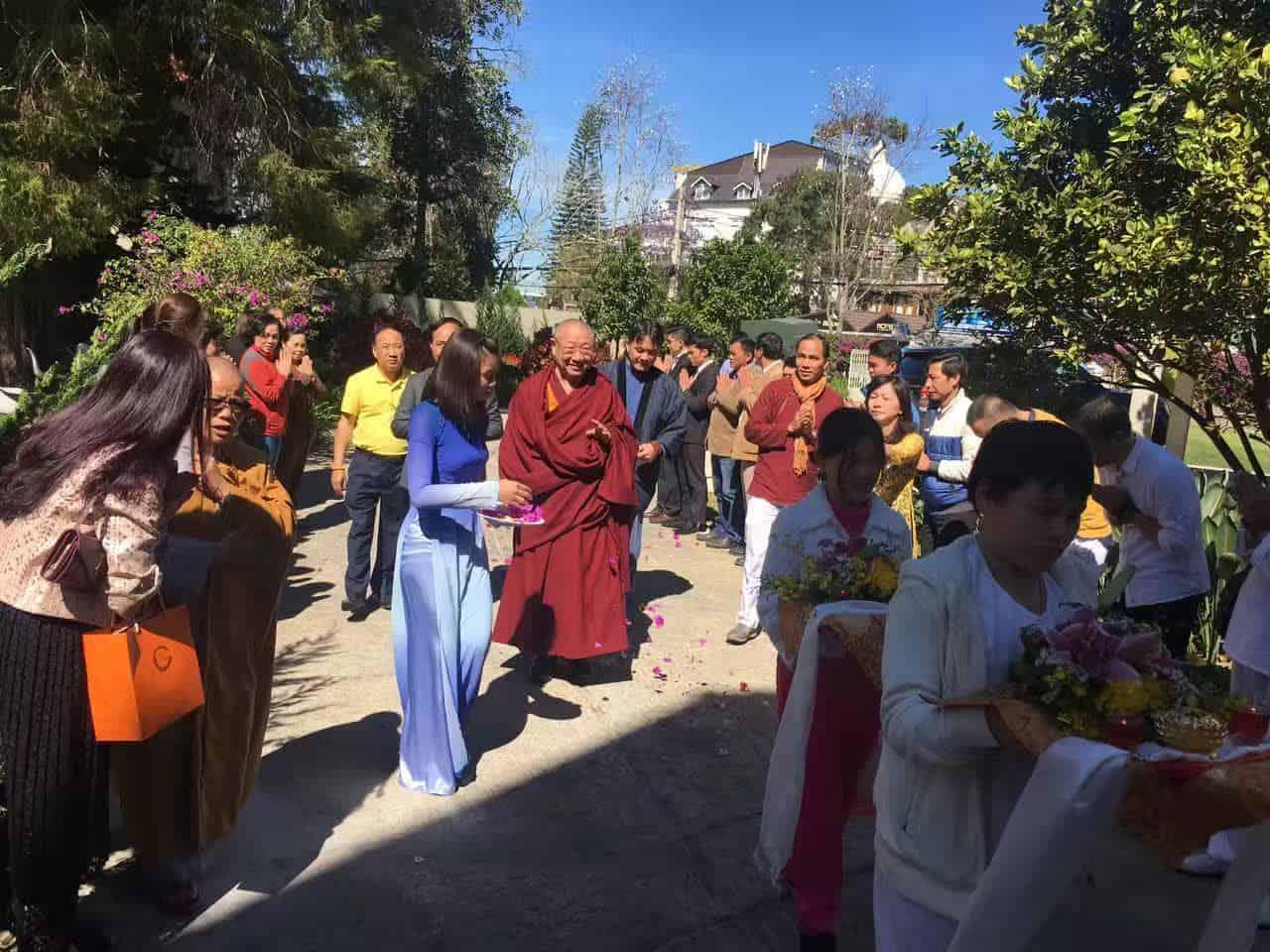 Gosok Rinpoche Vietnam 2017-03-07 efcd07d9ffcffb629029632555c3e19