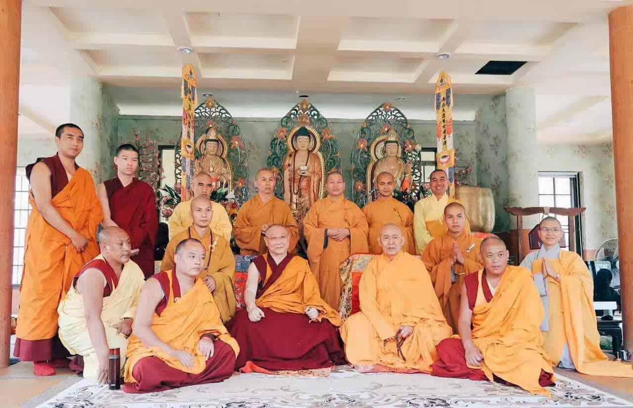 Gosok Rinpoche Thailand 2017 T001 d8de69f547f87cfe5d770e0daf47682