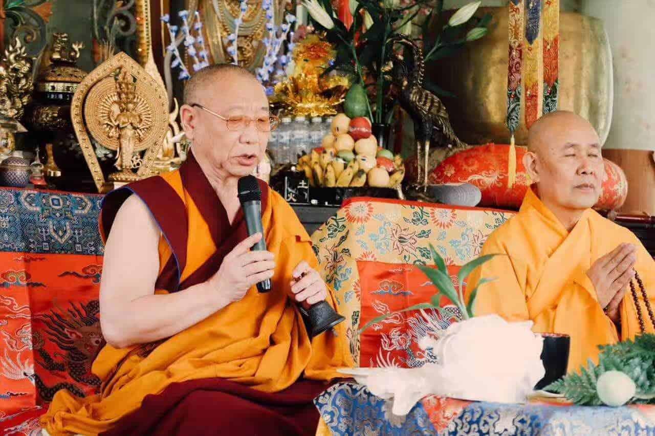 Gosok Rinpoche Thailand 2017 T002 2c17e73acbeb1587615357b6685e590