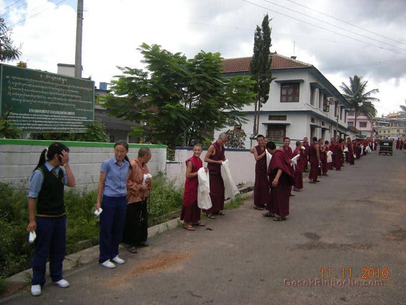 2010-11-11 Gosok Rinpoche in Gosok Ladang 31
