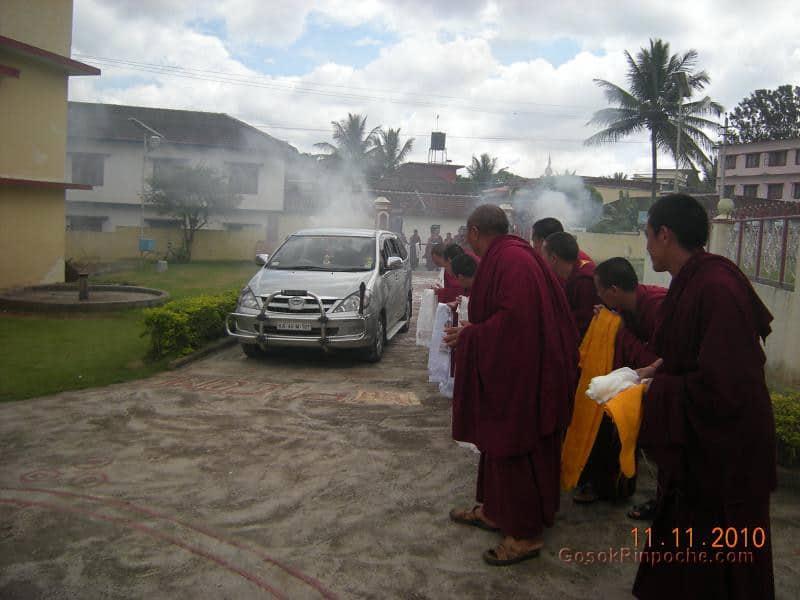 2010-11-11 Gosok Rinpoche in Gosok Ladang 48